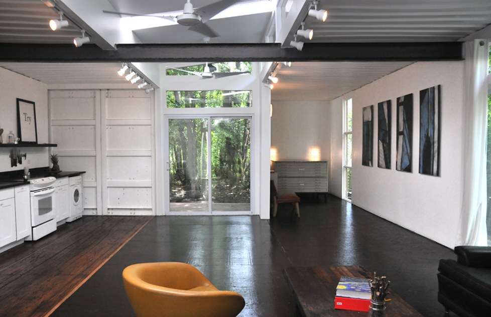 Shipping container home by julio garcia for Shipping container homes interior